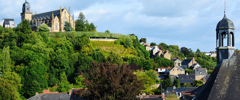 L'église Saint-Léonard vue depuis le château de Fougères