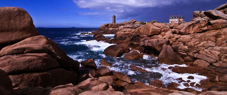 Le phare de Ploumanac'h ou de Mean Ruz sur le sentier des douaniers