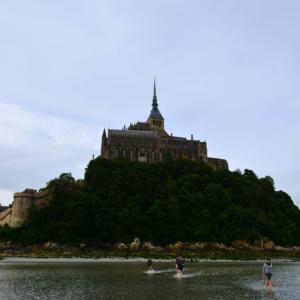 Le Mont-Saint-Michel pendant la traversée de la baie