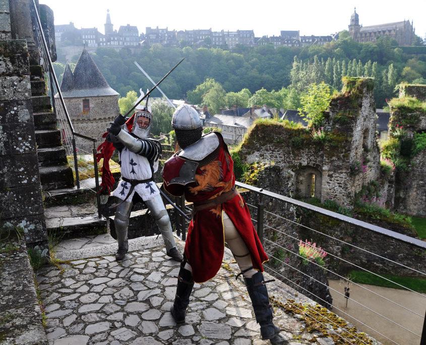 Reconstition d'un combat entre chevaliers au Château de Fougères