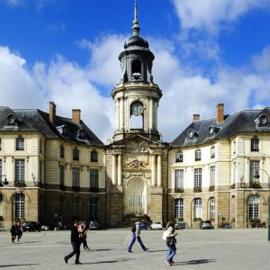 La place de l'hôtel de ville à Rennes