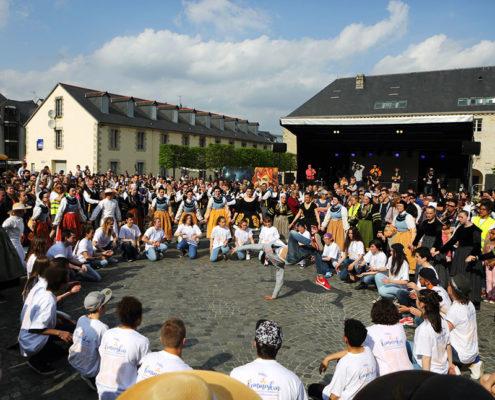 Kemmeskan à Quimper, mélange de hip-hop et de danse traditionnelle bretonne