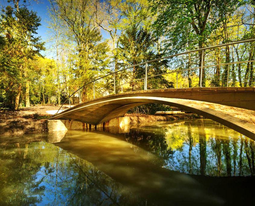 Le pont de la Corne d'or dans le parc du Clos Lucé