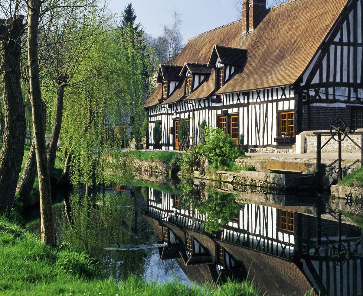Les 10 plus beaux villages de normandie tryvell vivez for Les plus beaux villages des yvelines