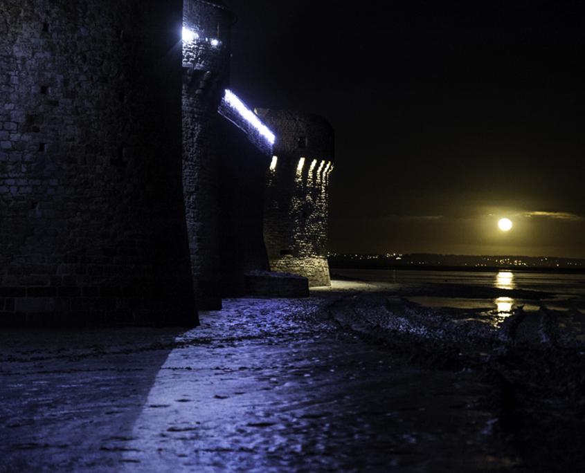 Le Mont-Saint-Michel durant la nuit